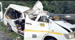 """Residents living along the Kyekyewere to Asuboi portion of the Accra to Kumasi highway in the Eastern Region are threatening to embark on a demonstration over Government's failure to dualize the Accra to Kumasi highway. """"Our people are dying. Look at this accident that happened…it can be you it can be me so the government should dualize the road for us. We will demonstrate if the road is not done,"""" Ebenezer Ahiawu, Assembly Member for Asuboi said on Monday during another freak accident at Asuboi. At least six persons were injured in the multiple vehicle accident at the Asuboi portion of the Accra to Kumasi Highway of the Eastern Region Monday September 21,2020. The accident involved four vehicles after a KIA Rhino loaded with bags of groundnut from Tamale failed and crashed the vehicles. Information gathered indicate that, Alhassan Abdul Kadir, 30, was driving the Kia Rhino truck with registration number GC 6144-11 with one person on board loaded with bags of groundnut from Tamale towards Accra. But on reaching a section of the road at Asuboi near Suhum on the Accra-Kumasi highway whilst descending a slope, he alleged that his breaking system became ineffective whilst the vehicle was in motion and in the process he ran into the rear portion of a BMW saloon car with trade plate number DV 3758-20 driven by Kwabena Baafi, 34, who was ahead of him. The Kia Rhino truck dragged the BMW private car to ran into a Chrysler Pacifica 4×4 private car with registration AS 8889-20 driven by S.W.O. Stephen Manu, 53, a Toyota Fortuna 4×4 private car with registration GN 1448-12 driven by John Yaw Nimo, 62, and a Kia Grandbird bus with registration number GS 5399-14 driven by Kofi Asare age 36 years who were all coming from the opposite direction. All the Vehicles were damaged. The truck finally crashed in a gutter at the offside of the road when facing Accra direction. According to the acting Public Relations Officer of the Eastern Regional Police Command, Sargeant Francis Gomado, """